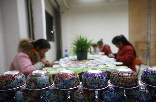 """""""There was a time when I had to wait for my siblings to finish their meals and lend me one of their bowls after I broke my own accidentally,"""" a villager in NW China's Ningxia said. See how the story of tableware shows China's change http://xhne.ws/SAJdf"""