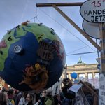 Image for the Tweet beginning: Wow: 270.000 Menschen gehen alleine