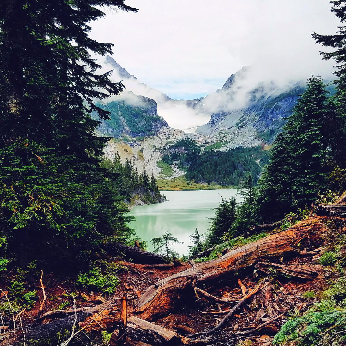 DAILY SHOT | Off to explore this weekend? 🌲 Perhaps a visit to one of the most striking lakes in the Henry M. Jackson Wilderness, Blanca Lake Trailhead? 📷 Yoshi Takekawa #BlancaLake #Washington #Snohomish #Cascades #mountain #hiking #travel #outdoor #explore #lake #adventure