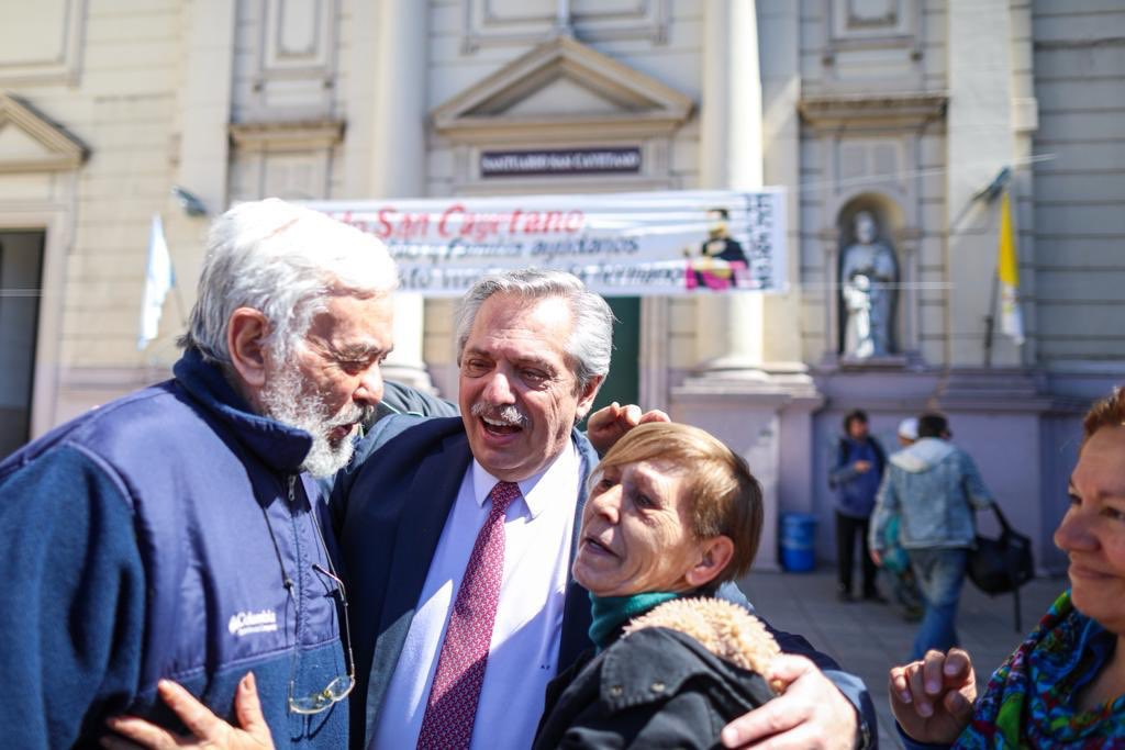En el #DíaDelJubilado quiero saludar con mucho afecto a quienes trabajaron toda su vida para darle a su familia un futuro mejor.Entre los que especulan y los jubilados, yo me quedo con los jubilados. En la Argentina que viene tendrán el reconocimiento y la dignidad que merecen.