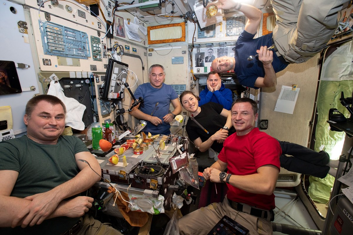 Living in space changes your body. Astronauts aboard the @Space_Station worked on an experiment last week that monitors nutrition to provide info for keeping crews healthy on trips to the Moon and Mars. Learn about this and other recent research here: go.nasa.gov/2LDxcwo