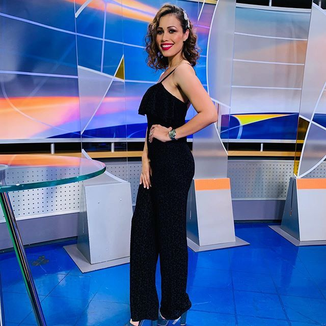 Hoy es viernes y @evelynjimenezc lo sabe 💃🏻#fashion #instagood #love #beautiful #photooftheday #beauty #girl #follow #picoftheday #televisa #tv https://ift.tt/2IiPpND