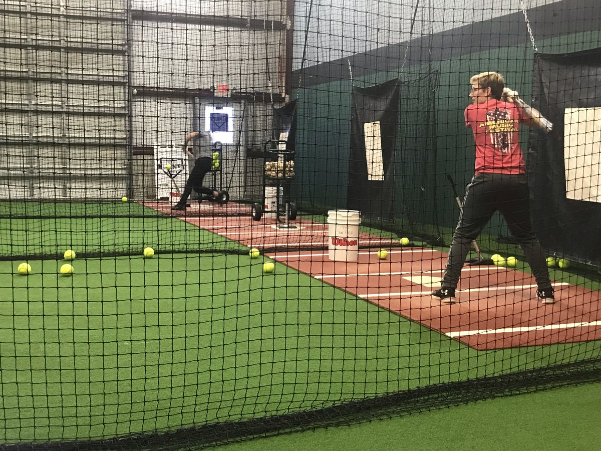 These ladies getting some practice in for a tournament tomorrow! #thirdmonkeysports #practiceeveryday #gettingswingsin #tournamentprep #nodaysoff #alwaystrainhard #hitdingers<br>http://pic.twitter.com/WJukgtB0zj