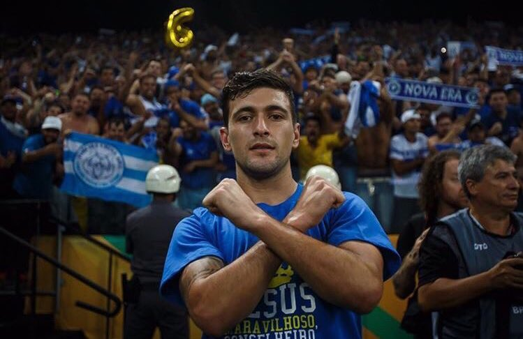 Two games you should keep your eyes on this weekend!Cruzeiro vs. Flamengo, on Saturday.- Giorgian De Arrascaeta returns to face his former club for the first time since his departure.Milan vs. Inter, on Saturday.- Diego Godín set to make debut in Derby della Madonnina.