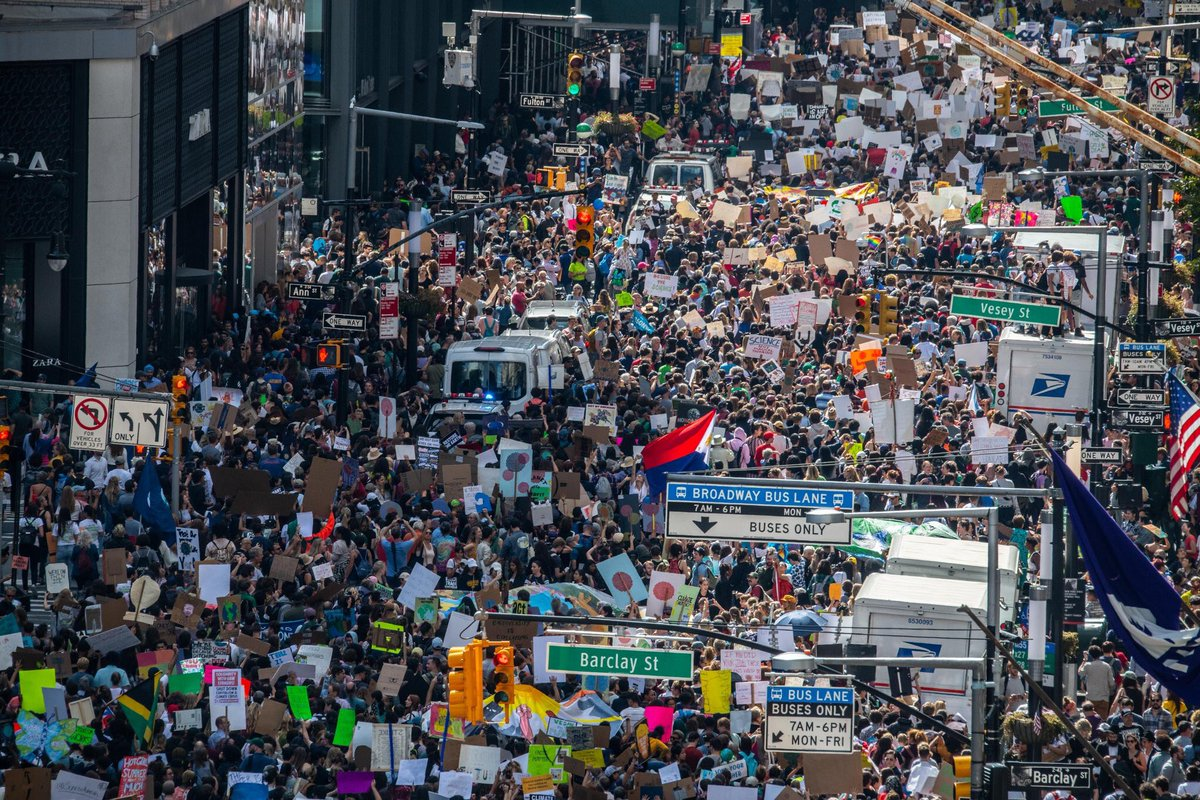 New York City is looking huge! Lower Manhattan is absolutely packed with people. It will take ages for everyone to get to Battery Park. #ClimateStrike #FridaysForFuture<br>http://pic.twitter.com/InoX8kQmCa