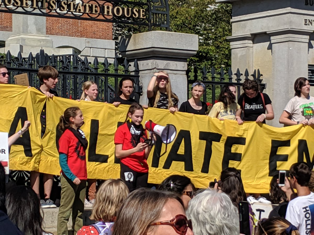 Power to the PEOPLE! This is what Democracy looks like! #SunriseMovement #YouthLed #BostonClimateStrike #ClimateAction #ClimateCrisis<br>http://pic.twitter.com/tyVNSvfDYX