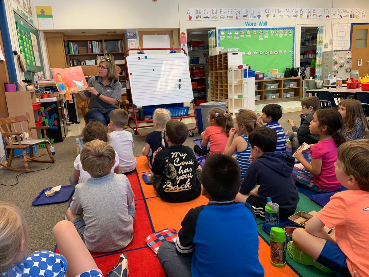 RT <a target='_blank' href='http://twitter.com/KinderBinns'>@KinderBinns</a>: We loved having <a target='_blank' href='http://twitter.com/McCarthyM_JES'>@McCarthyM_JES</a> as our first Mystery Reader of the school year! <a target='_blank' href='http://twitter.com/JamestownAPS'>@JamestownAPS</a> <a target='_blank' href='https://t.co/DGqo1paYbS'>https://t.co/DGqo1paYbS</a>
