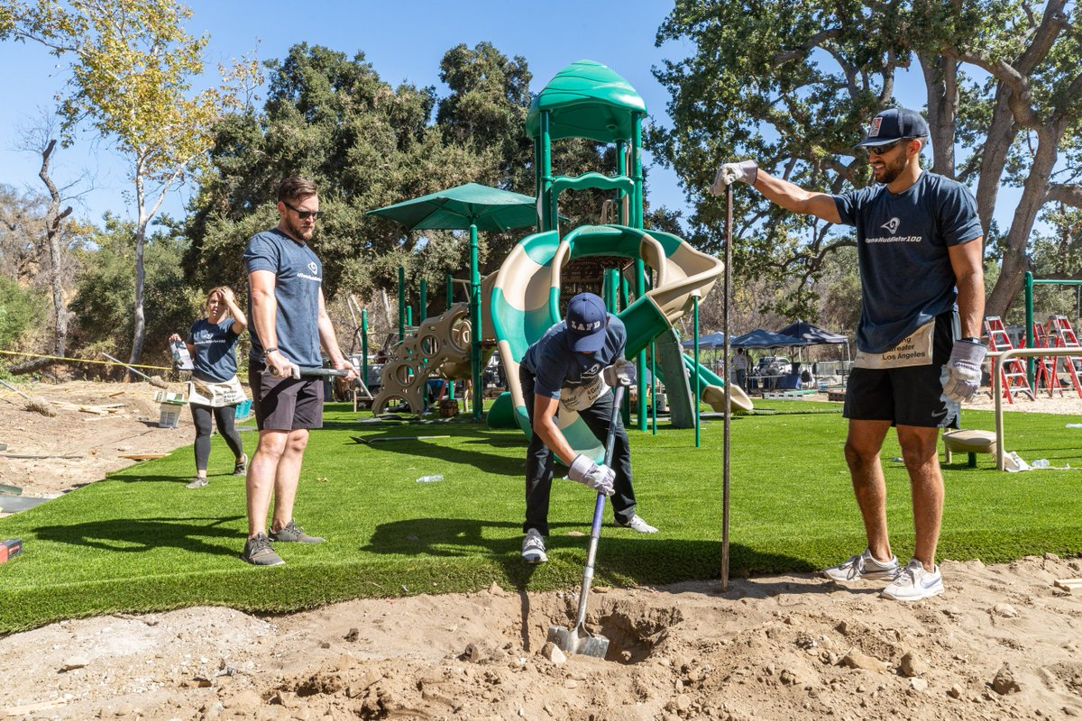 .@RamsNFL players, cheerleaders, staff and volunteers partnered with @Habitat_org to help build homes as part of the #RamsHuddleFor100 initiative. #NFLHuddleFor100