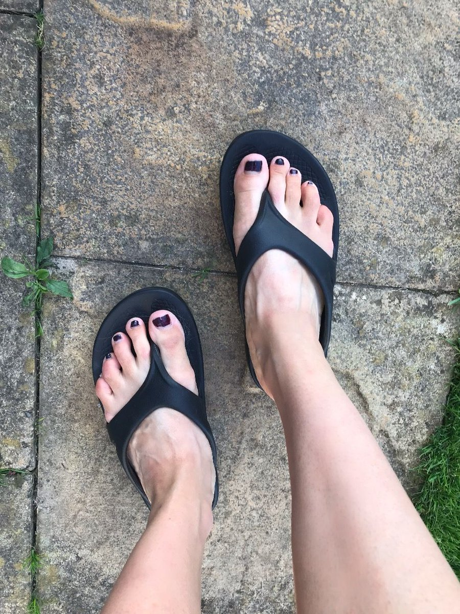 'They are so fricking soft! My feet feel so comfortable and like they're walking on clouds in them. After a run I love slipping them on and just enjoying the bliss'  http:// bit.ly/2N34BlQ     #ukrunchat #feeltheOO<br>http://pic.twitter.com/rzRCMaR0Lu