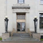 The simple, classicized detailing of the Alexander Pirnie Federal Building sets it apart from the many Victorian buildings in downtown #Utica, NY. Read more for #NationalNewYorkDay: https://t.co/jnsdvlE9lp