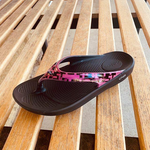 Nice new color in the women's Oofos Oolala flip flop  https:// ift.tt/30dWGtg    <br>http://pic.twitter.com/eF1EMTvpsx