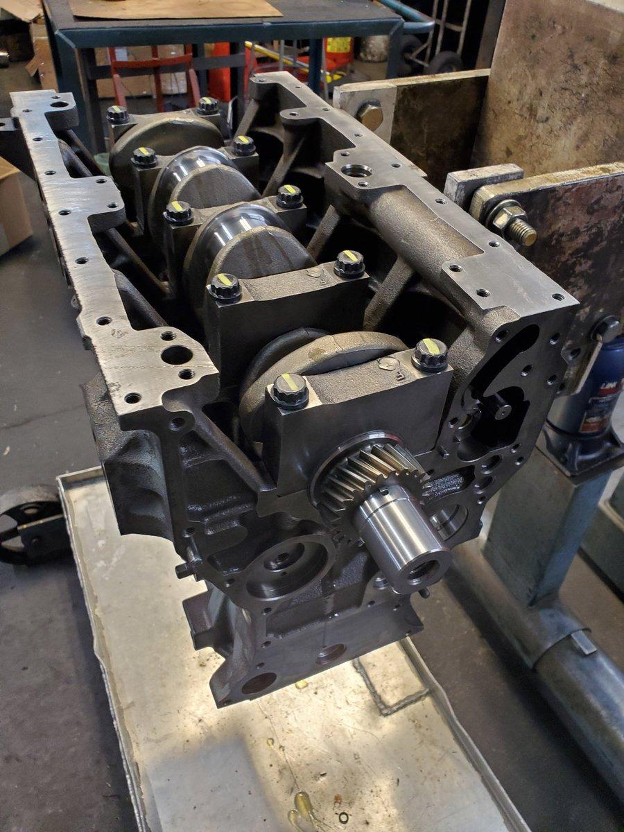 Cummins 3.3 on the stand this afternoon.  #diesel #engines #diesellife #AFS #atlanta #trucks #dieselengines #atlantadiesel pic.twitter.com/yFREmyDYxs