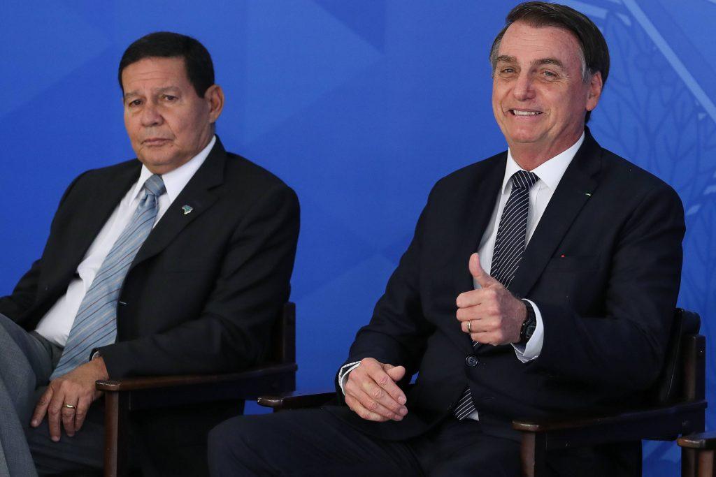 A agitação de Bolsonaro no hospital e a resignação de Mourão https://wp.me/p7qnr3-duLT