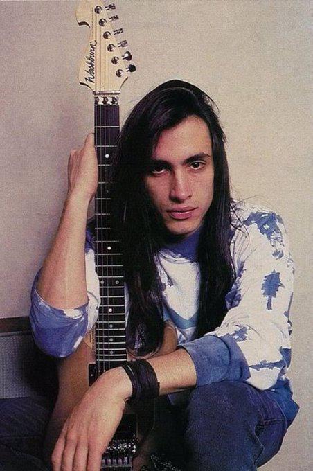 Extreme - Hole Hearted  via Happy Birthday guitarist Nuno Bettencourt