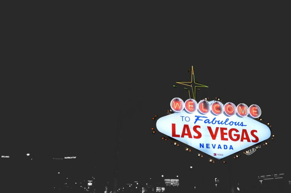 What Happens in Vegas…Ends in an HEA frolic.media/what-happens-i…