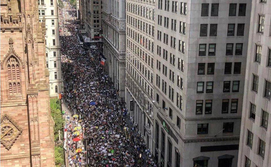Greve global pelo clima leva milhares de manifestantes às ruas contra mudanças climáticas https://glo.bo/31Cz3Hq #G1