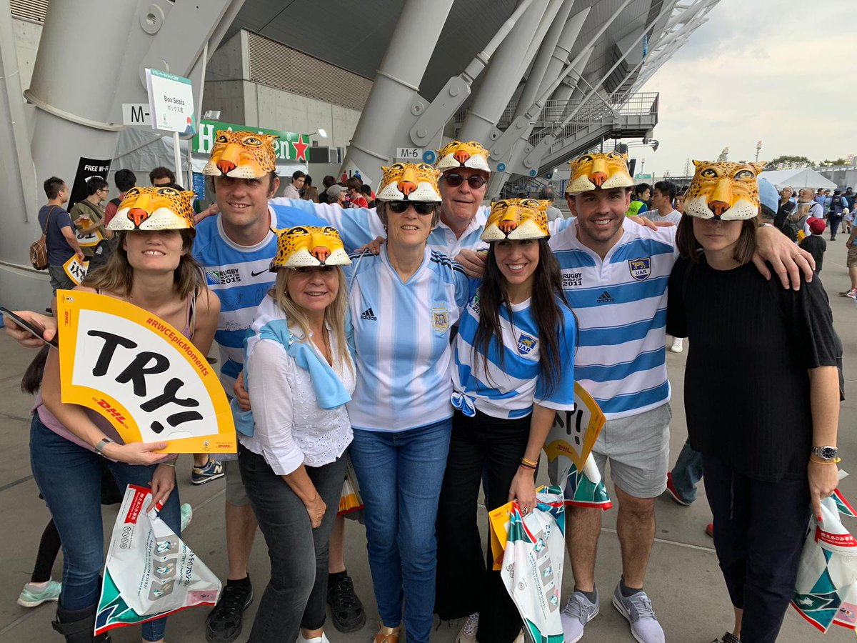 Who wore it best, 🦁or🐔? France and Argentina fans soaking up the atmosphere at #RWCTokyo! #DHLRugby #RWC2019 #FRAvARG
