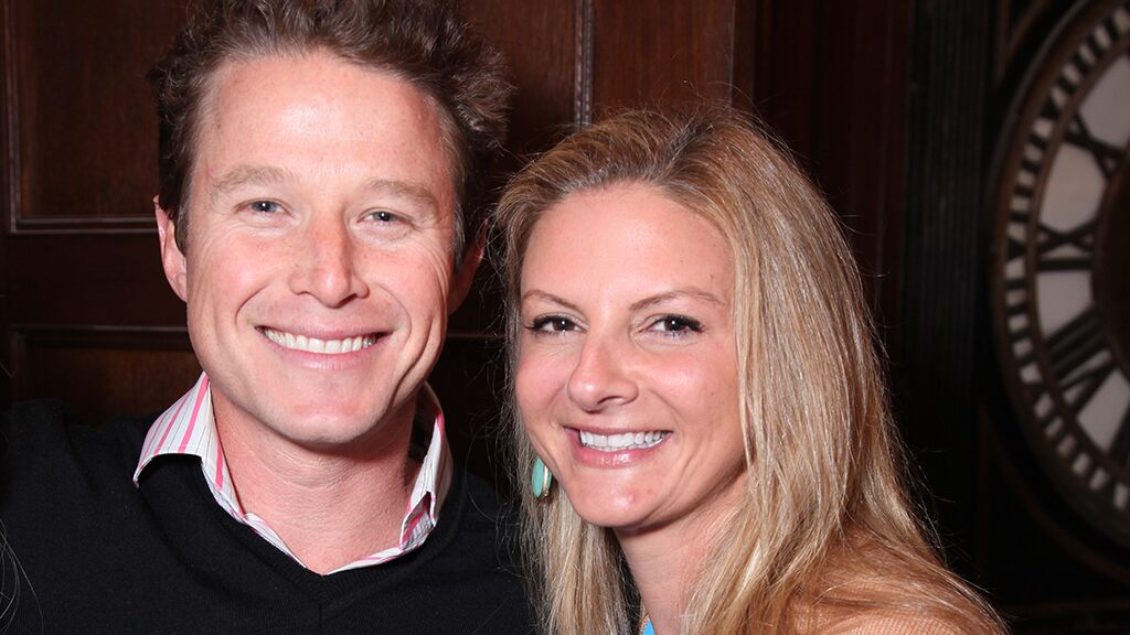 Billy Bush finalizes divorce from Sydney Davis after nearly 20 years of marriage: report  http:// dlvr.it/RDYTzq     <br>http://pic.twitter.com/oJQMAgc1kc