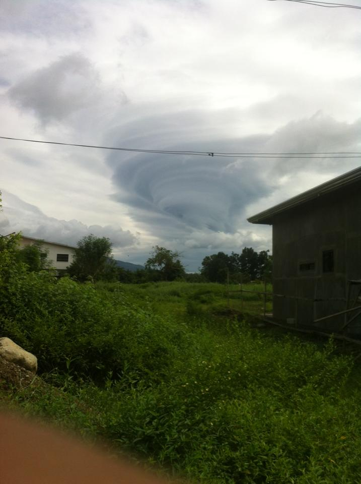 LOOK: A rare, huge tornado-like cloud formation was spotted by a netizen in the skies of Sariaya, Tayabas, Lucban on Thursday morning. ( Courtesy of Arnaiz Mariano) <br>http://pic.twitter.com/D30wgI10Fn