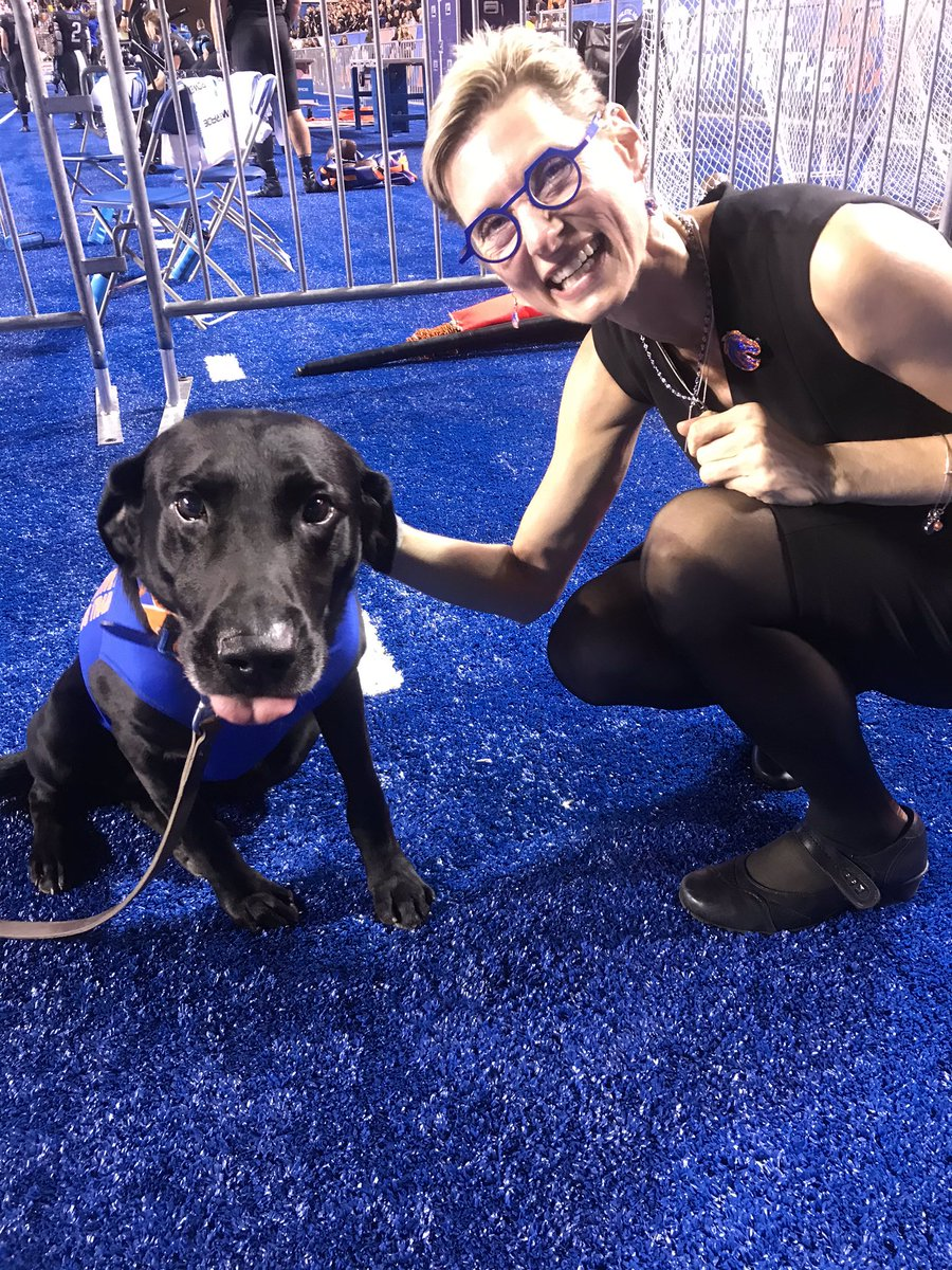 So happy to meet Cowboy Kohl, @BroncoSportsFB tee dog!   What a great halftime!<br>http://pic.twitter.com/ndTUOrxeBT