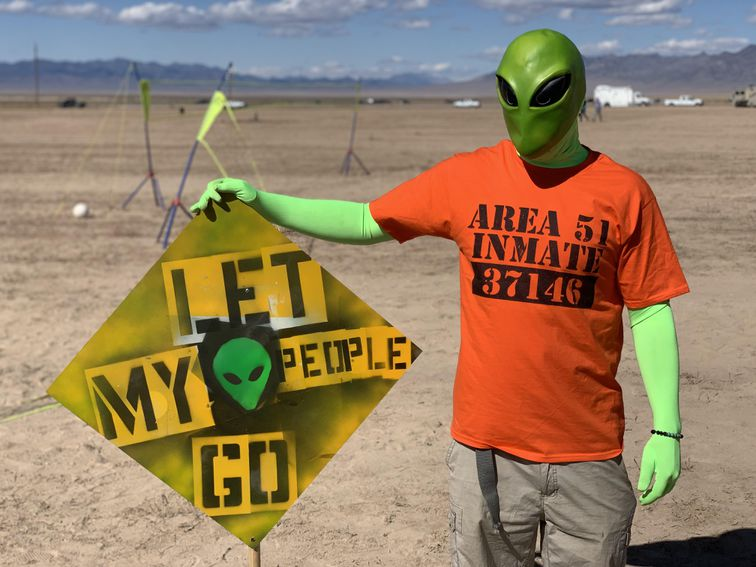 The Area 51 raid was more like music festival with tin foil hats - Top Tweets Photo