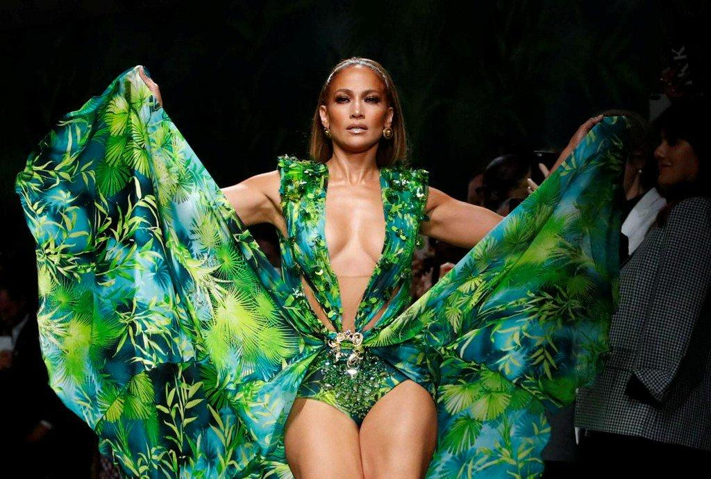 Jennifer Lopez closes Versace Milan show in that jungle dress https://www.reuters.com/article/us-fashion-milan-blumarine-idUSKBN1W51A1?utm_campaign=trueAnthem%3A+Trending+Content&utm_content=5d859f2bbf0aaa0001983ab5&utm_medium=trueAnthem&utm_source=twitter…