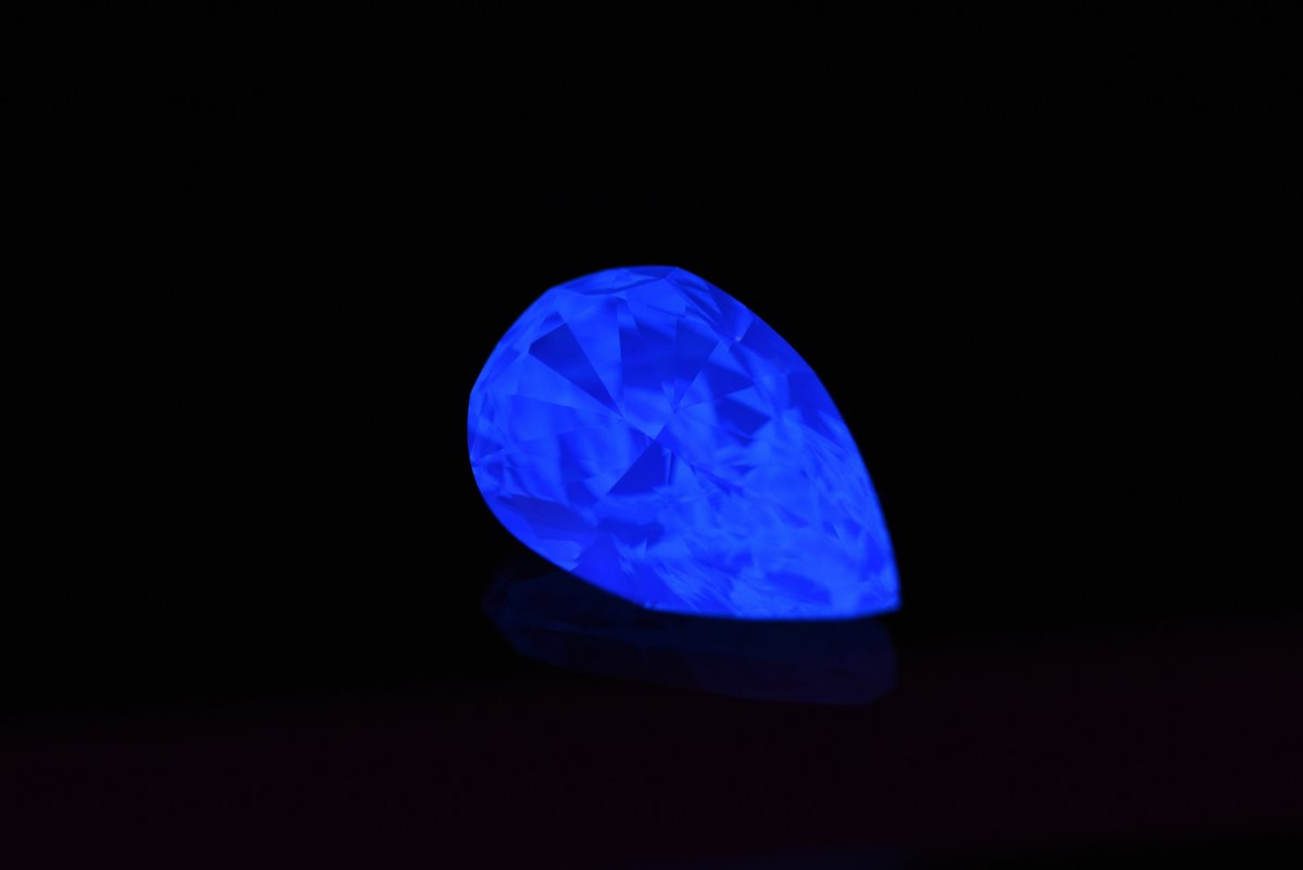 #ALROSA is talking to several global jewelery retailers about jointly marketing the miner's jewelery brand that uses fluorescent diamonds, as it strives to create a new niche for the natural stones: reuters.com/article/us-alr…