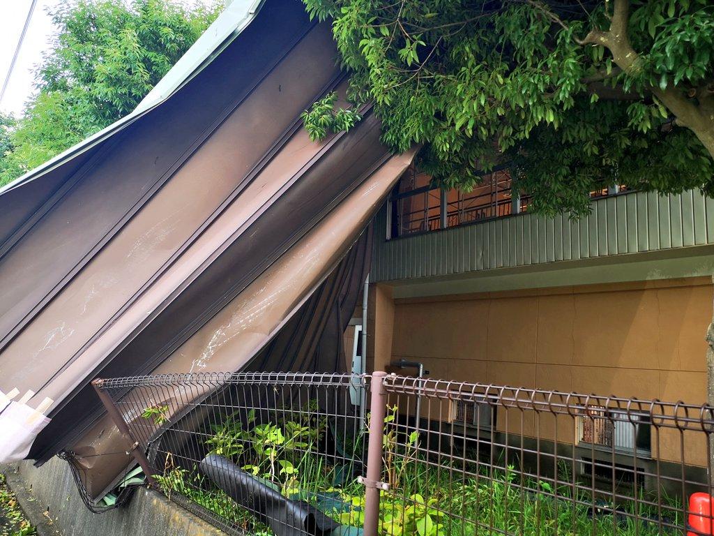 画像,近所の体育館の屋根壊れててびびったけど、千葉市のそこら中で壊れてるんだな・・・風怖い https://t.co/ASbwzmiTyv…