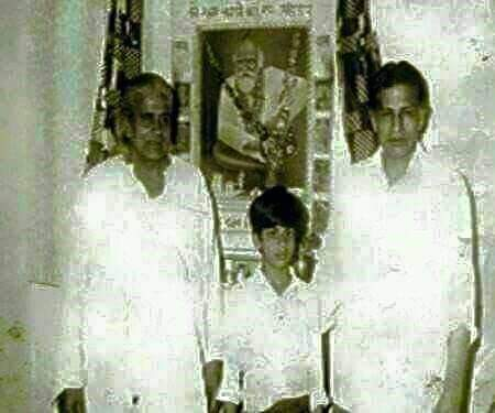Rare picture king khan @iamsrk with his father #MeerTazMohhamad  😊👍👌 #ShahRukhKhan #RarePic #OldisGold