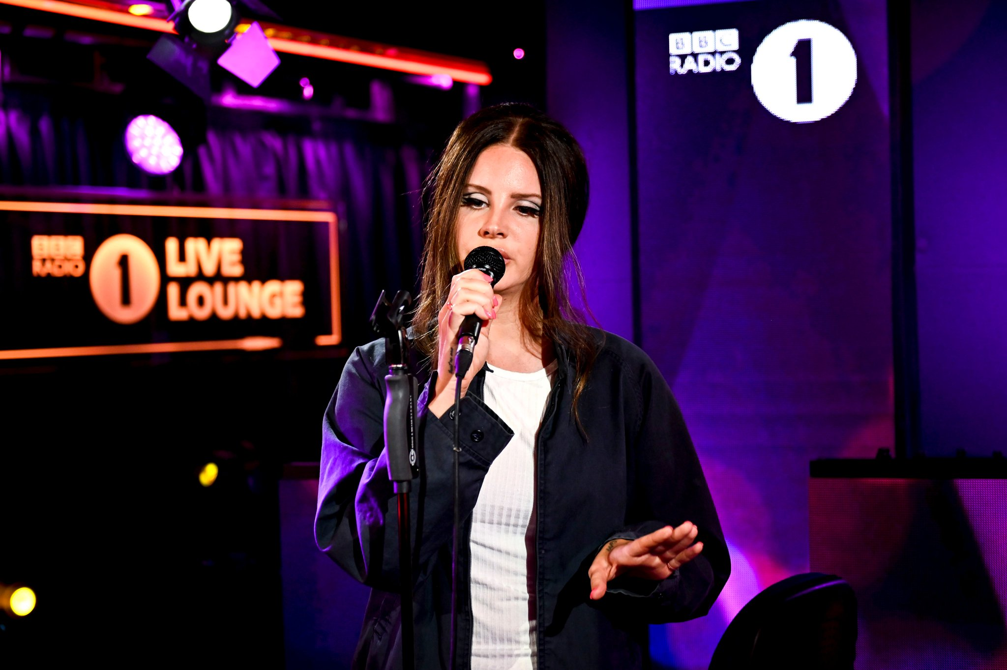 Lana Del Rey Covers Sublime Ariana Grande In The Live Lounge Sound In The Signals