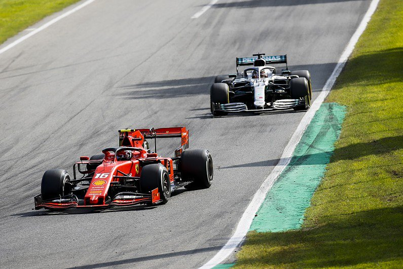 La bravura di #Leclerc è stata quella di riuscire a tenere dietro #Hamilton con le gomme più lente fino al punto di rischiare di prendere bandiera nera #MonzaGp #MonzaF1 https://tinyurl.com/y2n9eex7
