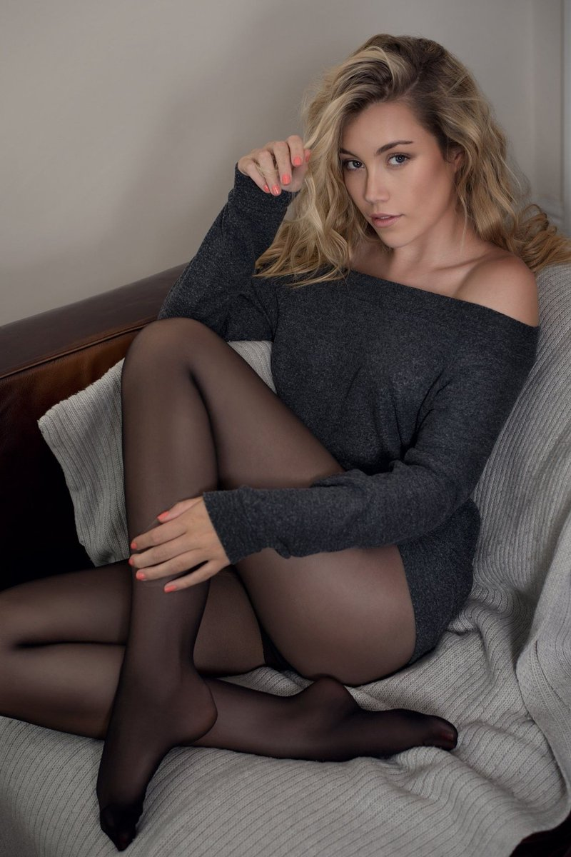 pictures-of-women-wearing-pantyhose
