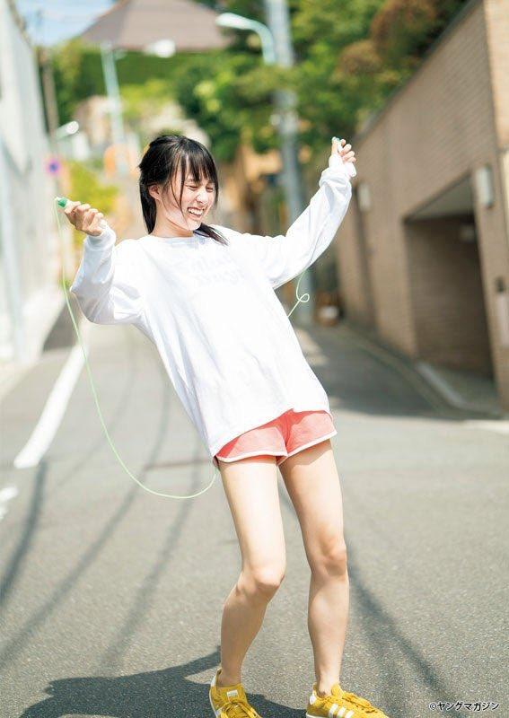 賀喜遥香 スニーカー