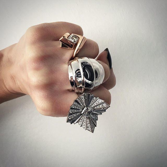 Fistful of diamonds. HM. #DiamondsCanBeCoolToo #NotJustAGirlsBestFriend #BigFuckOffRings #SizeDoesMatter #LimitedEdition #OneOfAKind https://t.co/vI67yR4SJD