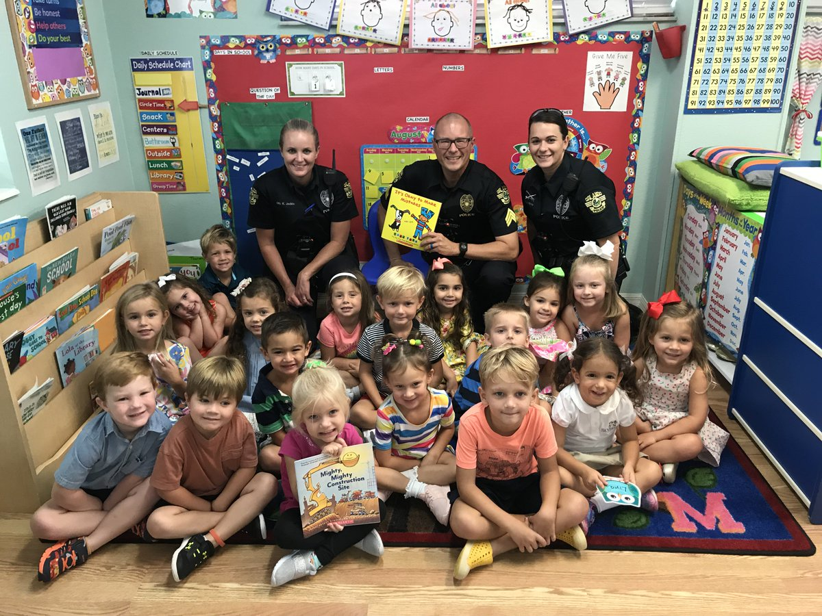 We support #InternationalLiteracyDay.  On top of fighting crime, our officers read to kids at different schools throughout the city on a monthly basis. <br>http://pic.twitter.com/KXMsPE8TXF
