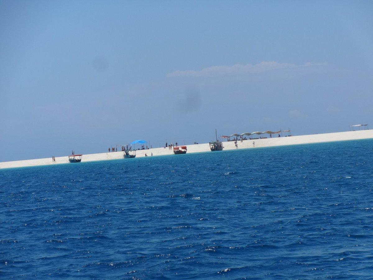 Sandbanks at Zanzibar island book your trip at  travel@treasuretravels.co.tz whatsapp / Tel : +255 758 418772 <br>http://pic.twitter.com/8ITZx8xTCp