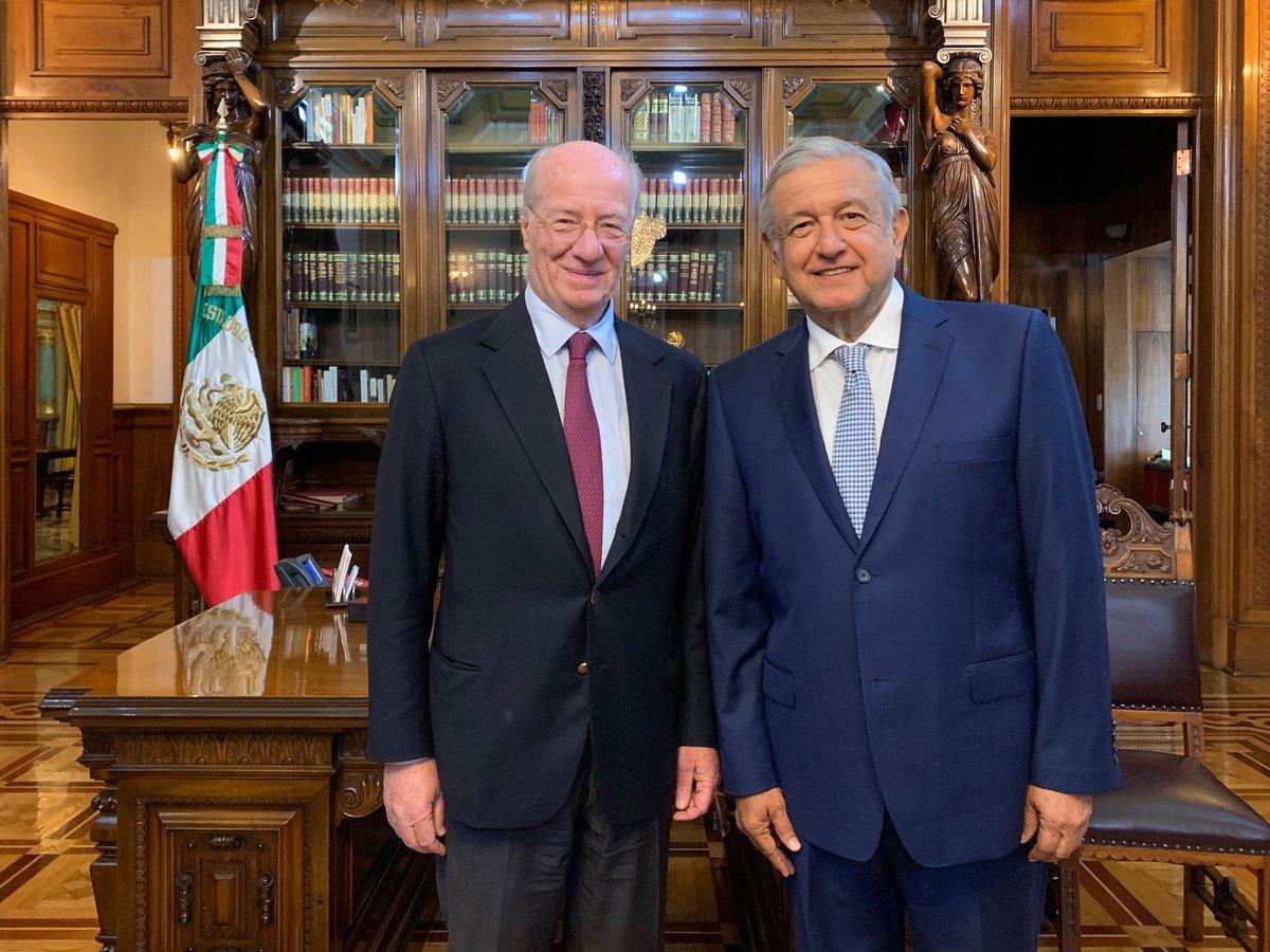 La agenda de hoy incluyó un encuentro con Paolo Rocca, director general de Grupo Techint (Ternium-Tamsa)  Me informó de sus proyectos de inversión en México, con el comentario de que somos un país atractivo para empresas mundiales por su estabilidad política, económica y social.