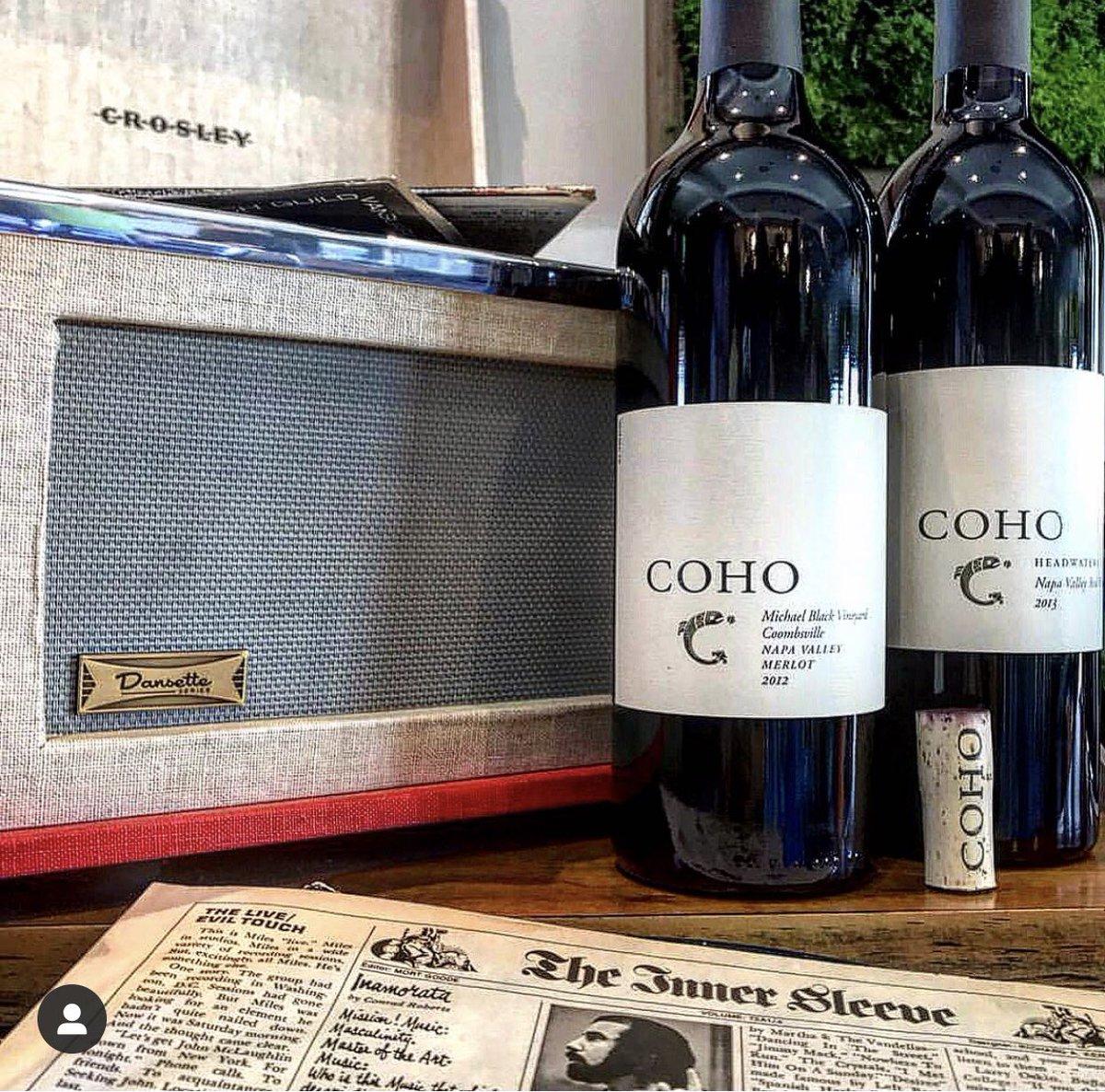 When music collides with wine it's pure happiness. #MusicMonday #MondayMotivaton #MondayVibes #music #wine #winelover @CrosleyRadio #crosley #crosleyradio