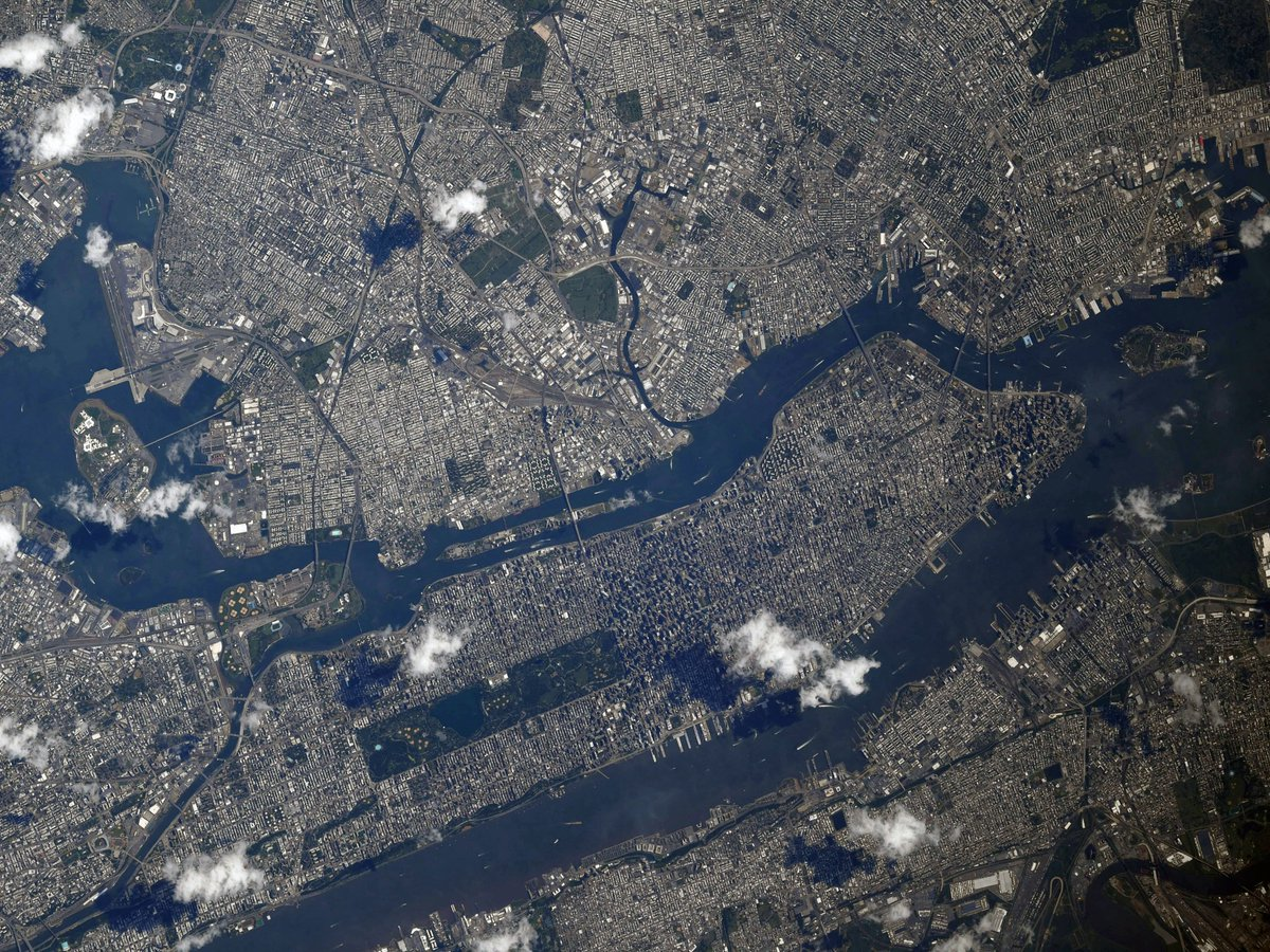 The city so nice, they named it twice. 🍎 You can't tell from the space station that it's New York Fashion Week, but it's still a pretty great view! Did you know 161 NY companies are helping us go forward to the Moon with #Artemis? Check them out: nasa.gov/specials/ESDSu… #NYFW