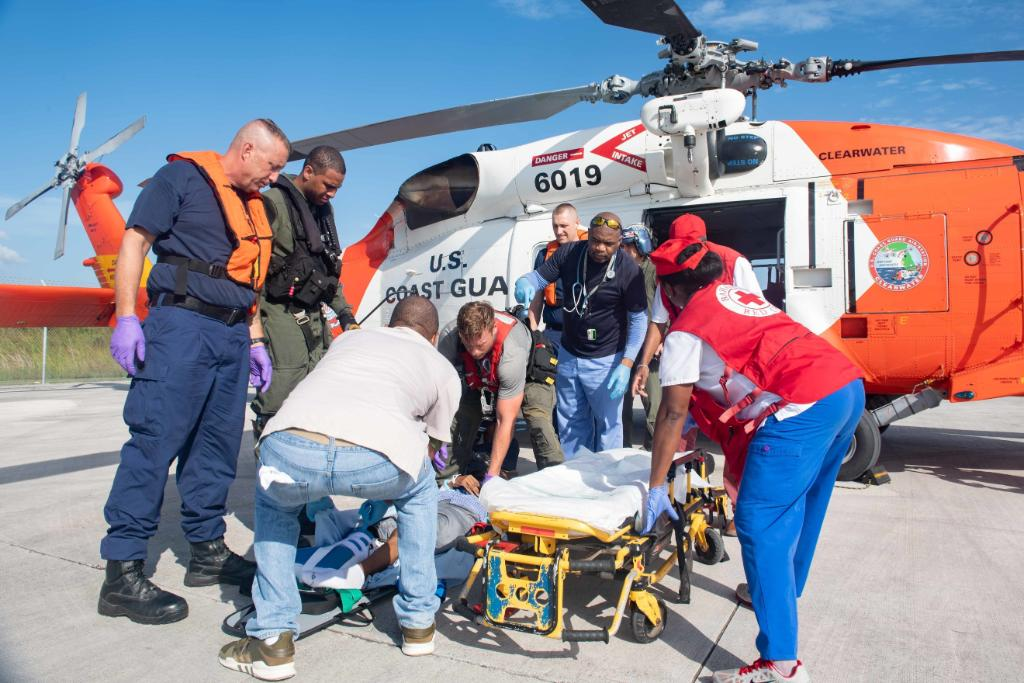 #USNavy photos of the day: We team up with the @USCG to help medevac a patient in the #Bahamas, Sailors transport supplies in response to #HurricaneDorian, #USNSComfort provides care in Trinidad, and #USSOlympia returns home!  info & download   https://www. navy.mil/viewPhoto.asp? utm_source=twitter&utm_medium=social&utm_content=100000894198236&utm_campaign=Out  … <br>http://pic.twitter.com/zqVchpyOH8