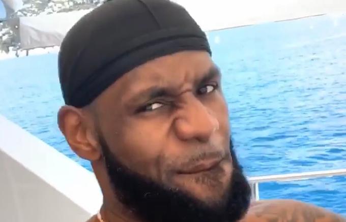 【影片】訓練不能停!詹姆斯乘坐遊艇出海度假期間堅持訓練