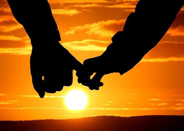 彼と結婚を意識しているのならば嘘や隠し事はNG。相手への信頼がなければ結婚生活を続けることは無理です。彼の信頼を得ることが一番大切です。あなたがいつでもオープンで正直な態度を貫くことで彼もあなたへの信頼度が増して結婚が選択肢に入ってくることでしょう。#恋愛中#婚活