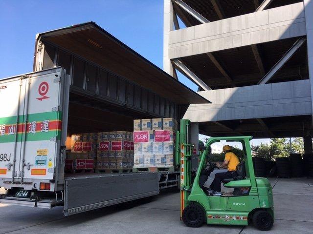 画像,【お知らせ】都では台風第15号の被害により断水状態の新島村に対して、協定先のイオン株式会社と連携して救援物資の支援を実施します。2,000箱(2リットル×6本)…