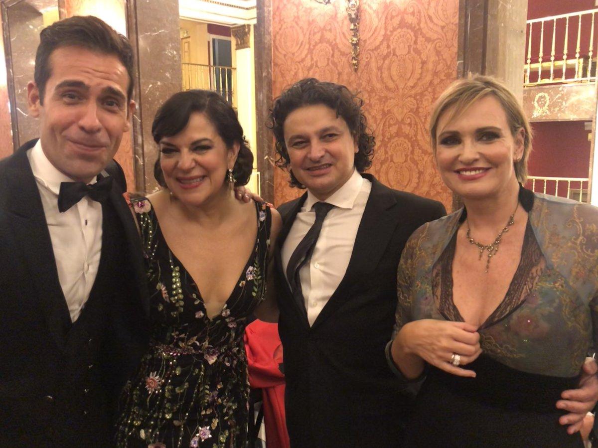 Con magníficos colegas en la Gala Homenaje a Montserrat Caballet de @TeatroZarzuela. Espléndida iniciativa del teatro. #HomenajeMontserratCaballé_TZ @IsmaelJ_Tenor @NFHerrera @Ainhoarteta