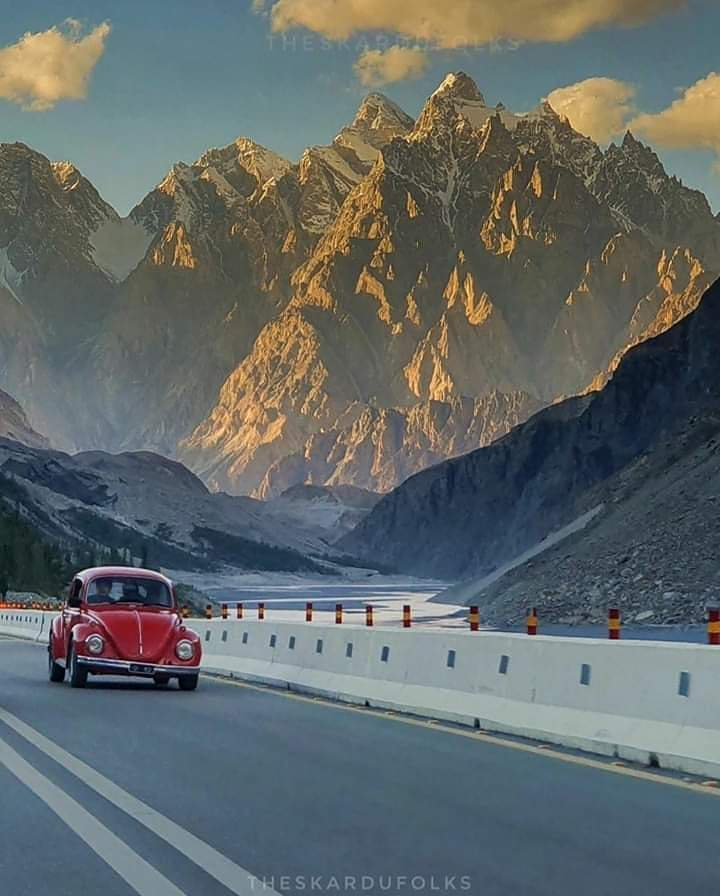 RT AltitudePk: Passu kones are reknowned for its unique strucure situated in Hunza valley, Pakistan. #BeautifulPakistan #hunza #silkroute #cpec #gilgit. #baltistan #k2 #karakoram  #HamaraPakistan #Pakistan