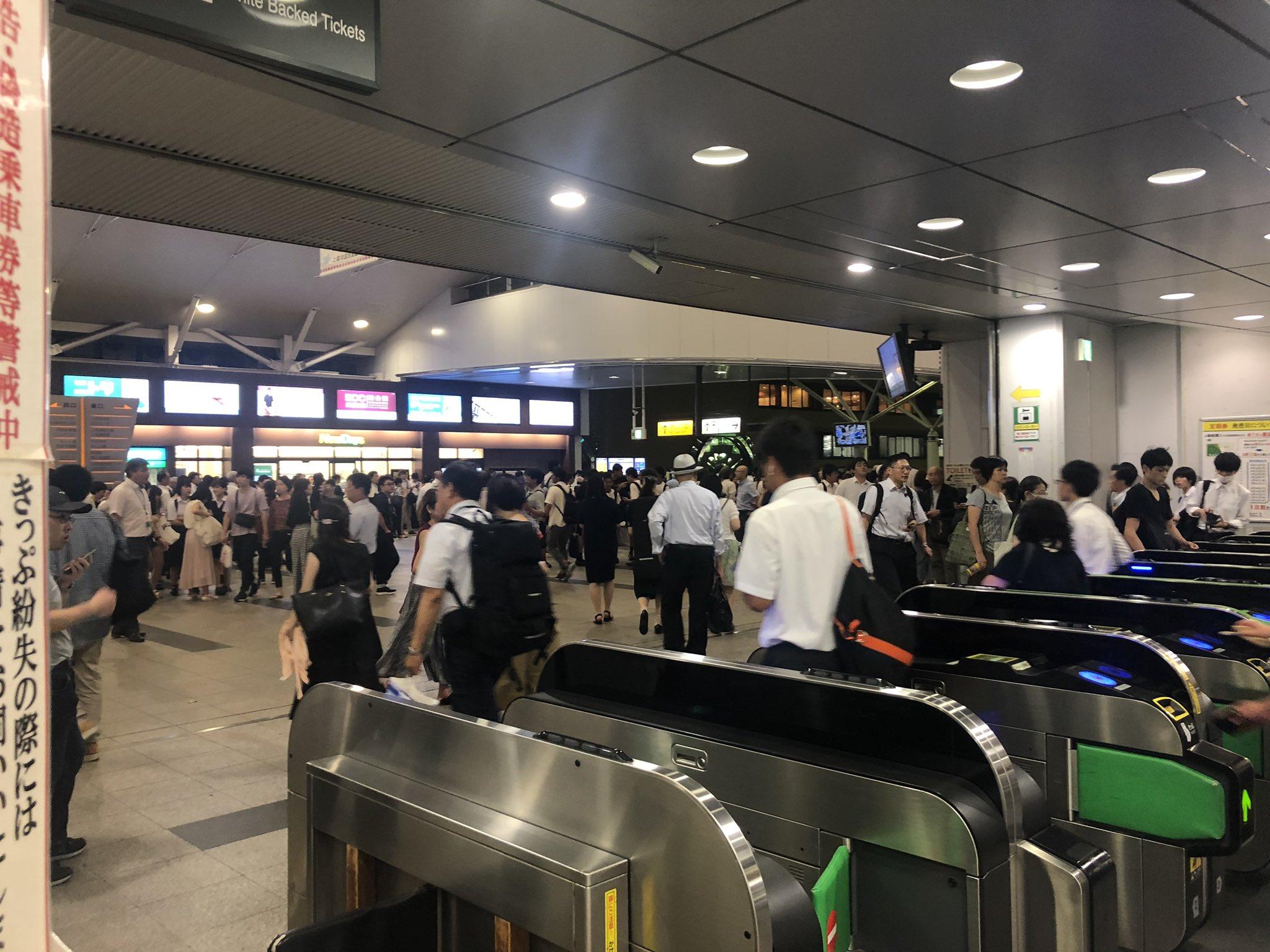 画像,上尾駅ゲリラ豪雨帰宅難民 ww https://t.co/kxqYsaHWFu。