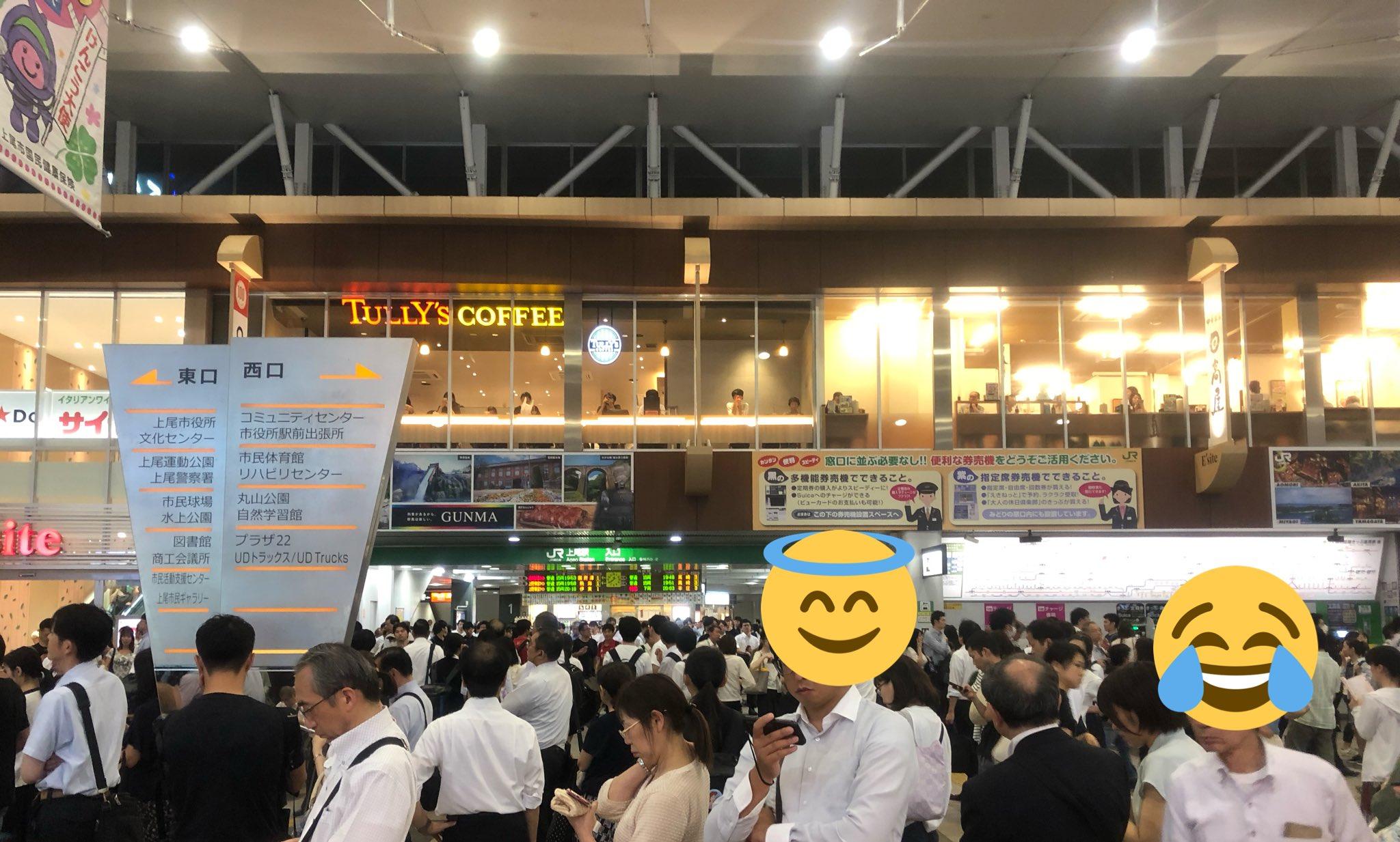 画像,上尾駅、雨すごすぎて駅から出られず一般参賀状態に。 https://t.co/zVqFjRebnb。