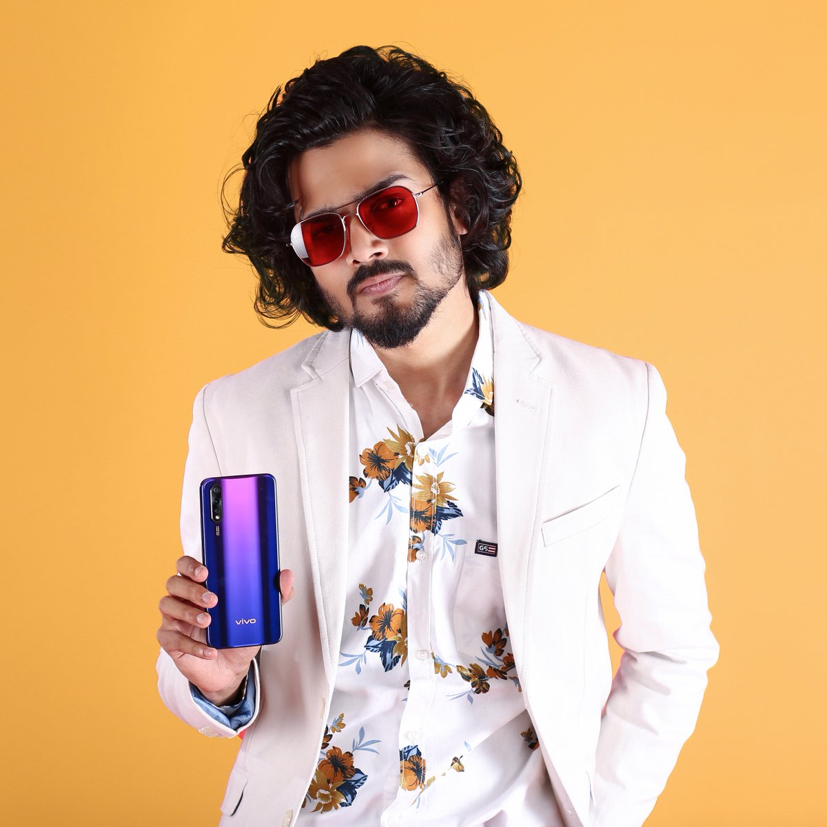 #vivoZ1x ft. @Bhuvan_Bam#FullyLoaded binge sessions on Z1x packed with 16.20cm (6.38) FHD+ (SAmoled) with Flash In-Display Fingerprint, begin in 2 days. First Sale on 13th Sep,12 PM on @Flipkart : http://bit.ly/2kcszP1 and http://vivo.com/in