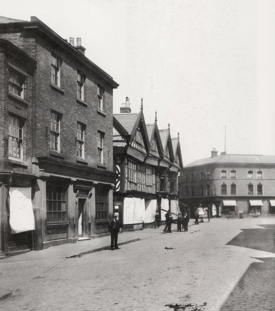 Nantwich High Street, 1898 - this part of town was destroyed by the Great Fire of Nantwich in 1583, the buildings in this image would have been built after this event.  #Cheshirehistory  #Discovernantwich #NantwichMuseum   photo credit Dorothy Nicollepic.twitter.com/5y8jhOrCD1