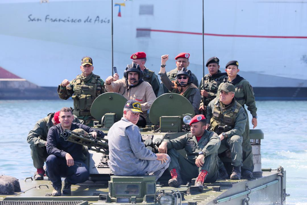 Hacer como en Panamá eliminar la fuerza armada.  - Página 5 EEGj30QWwAArZTe